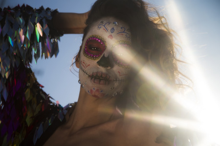 beautiful woman with custom designed candy skull mexican day of the dead face make up Foto de archivo