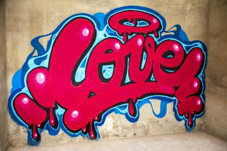 awesome graffiti of the word love sprayed on a wall 版權商用圖片