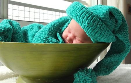 0 6 months: newborn in a knitted cocoon and hat