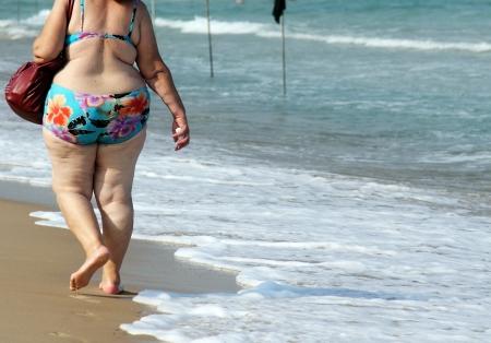 Frau am Strand Standard-Bild