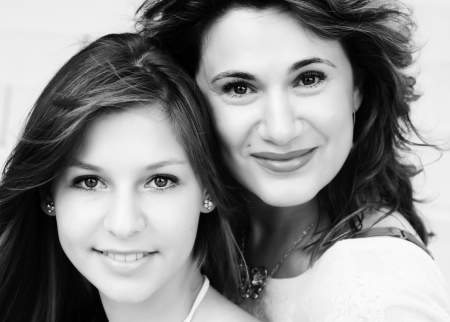 madre e hija adolescente: Madre e hija adolescente fuera