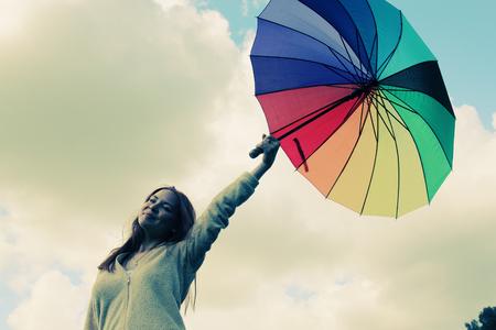 Mädchen Mit Regenschirm Mädchen Im Bereich Foto Im Alten Stil ...