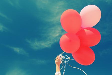 青空の背景に赤い風船 写真素材