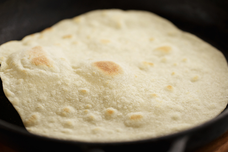 Tortilla fried on cast iron pan. Step by step recipe of homemade mexican flatbread. Banco de Imagens - 104161825
