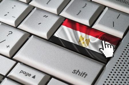 curseur souris: Business concept curseur de la souris en appuyant sur la touche Entr�e Egypte sur le clavier m�tallique