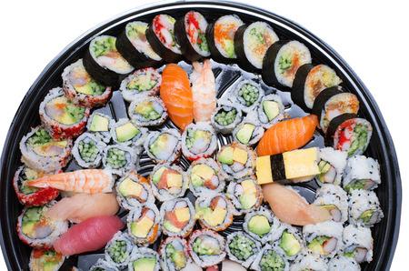 흰색 배경에 고립 된 플래터에 sushis의 다른 종류 스톡 콘텐츠