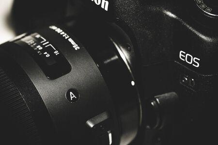 dslr: DSLR camera