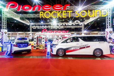 modificar: BKK. Tailandia-junio 23: Situación de decorar, diseño del coche de carreras en Bangkok International Auto Salon 2016, 22-26 de junio de 2016 a Bangkok, Tailandia. Caso de la decoración y modificar coche de Tailandia y Japón. Editorial