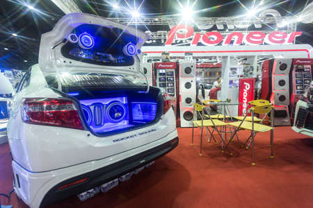 modificar: BANGKOK. 25 Tailandia-junio: Estado de diseño de audio de coche en Bangkok International Auto Salon 2016, 22-26 de junio de 2016 a Bangkok, Tailandia. Evento de la decoración y modificar coche de Tailandia y Japón también Editorial