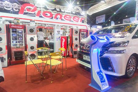 modificar: BANGKOK. THAILAND-JUNE 25 : Status of audio design in car at Bangkok International Auto Salon 2016, 22-26 June 2016 at Bangkok, Thailand. Event of decoration and modify car of Thailand and Japan also