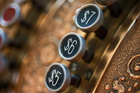 Old cash register machine. 版權商用圖片