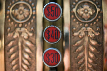 Old cash register machine. 版權商用圖片 - 166293776