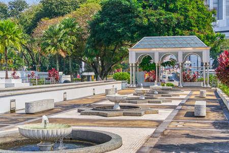 Masjid Negara National Mosque territory fountain view in Kuala Lumpur, Malaysia 免版税图像