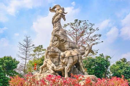 Statue de cinq chèvres dans le parc Yuexiu Guangzhou, Chine Banque d'images
