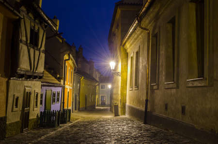 night view of the illuminated golden lane street inside of the grounds of Prague castle. 免版税图像 - 39414501