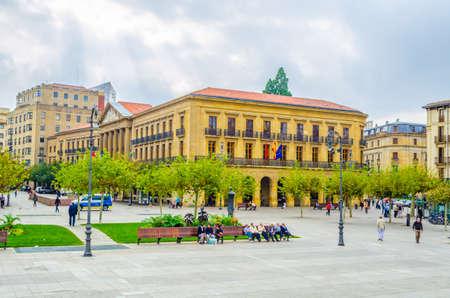 Plaza del castillo in the spanish city Pamplona Stock Photo - 100954151