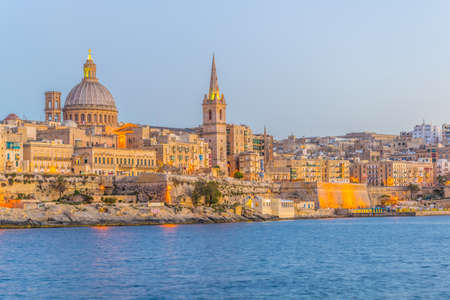 Skyline of Valleta during sunset, Malta 免版税图像