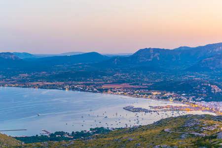 Sunset view of Port de Pollenca and Pollenca bay, Mallorca, Spain Banque d'images