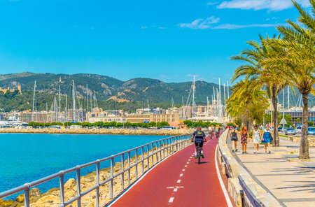 PALMA DE MALLORCA, España, 18 de mayo de 2017: Paseo marítimo de Palma de Mallorca, España