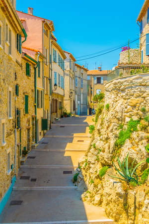 View of a narrow street in the center of Antibes, France 版權商用圖片