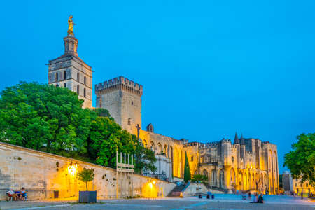 Sunset view of Palais de Papes and the cathedral in Avignon, France Zdjęcie Seryjne