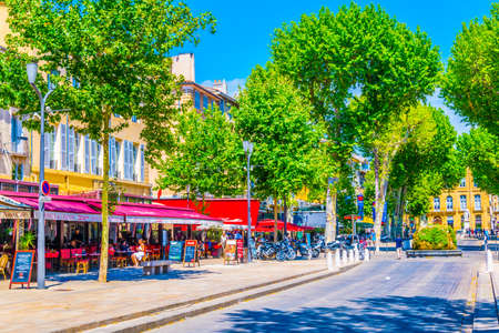 AIX-EN-PROVENCE, FRANCE, JUNE 18, 2017: People are strolling on cours Mirabeau in the center of Aix-en-Provence, France Redakční