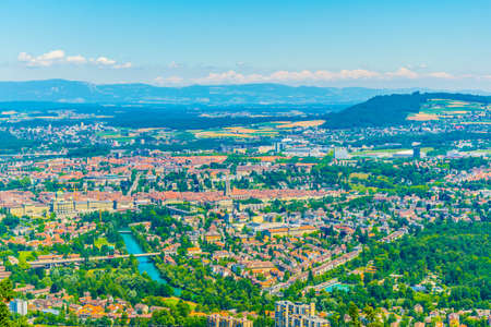 View from Gurten hill on Bern dominated by Münster cathedral and Bundeshaus, Switzerland Banque d'images