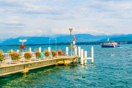 Passenger ferry is arriving to the pier at port at Nyon, Switzerland Standard-Bild