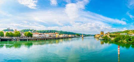Riverside of Rhone river in Vienne, France 免版税图像