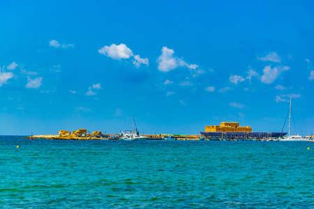 Paphos castle viewed behind a port, Cyprus 新聞圖片