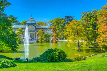 Fountain in a pond in front of the crystal palace at the Parque del Buen Retiro in Madrid, Spain Foto de archivo