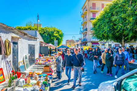 PALERMO, ITALY, APRIL 23, 2017: People are strolling through Mercato di Ballaro in Palermo, Sicily, Italy Редакционное