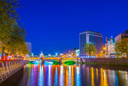 Night view of the riverside of Liffey in Dublin, Ireland Stock fotó