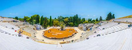 Ruinen des griechischen Theaters in Syrakus, Sizilien, Italien