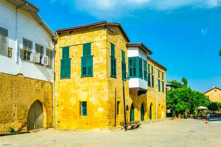 Strada stretta nella città vecchia di Lefkosa, Cipro