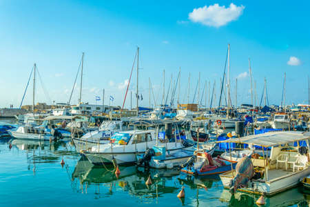 Boten aanmeren in de haven van Jaffa, Tel Aviv, Israël Redactioneel