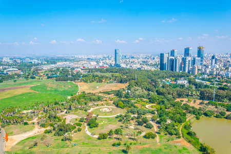 Cityscape of Tel Aviv viewed from TLV Balloon flying over Hayarkon park, Israel 免版税图像