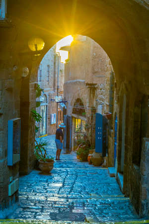 Narrow street in the old town of Jaffa, Tel Aviv, Israel 免版税图像