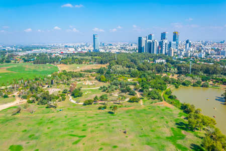 Cityscape of Tel Aviv viewed from TLV Balloon flying over Hayarkon park, Israel Banque d'images