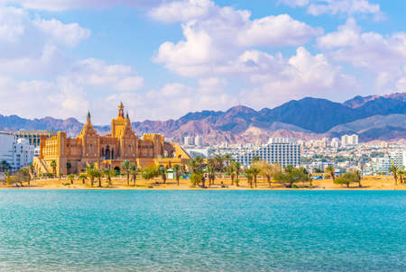 Cityscape of Eilat viewed behind the peace lagoon, Israel Stockfoto - 118631136