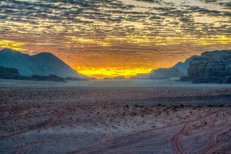 Sunrise over Wadi Rum desert in Jordan Foto de archivo