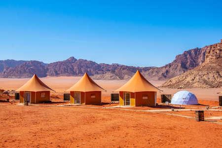 요르단 와디 럼의 고급스러운 관광 캠핑