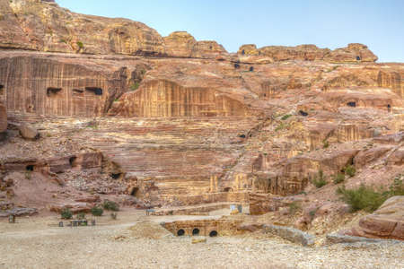 Sunrise view of ancient theatre in Petra, Jordan 스톡 콘텐츠