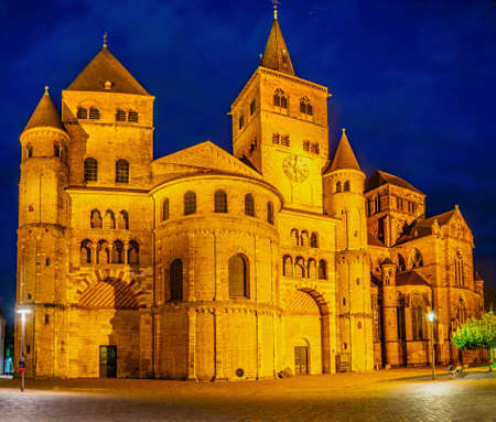 Night view of the Cathedral in Trier, Germany 免版税图像
