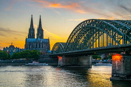Sunset view of the cathedral in Cologne and Hohenzollern bridge over Rhein, Germany Imagens