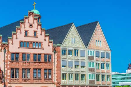 Schöne Holzfassaden von Häusern am Römerberg-Platz in Frankfurt, Deutschland