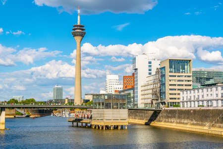 Hafen view of the Rheinturm in Dusseldorf, Germany Imagens