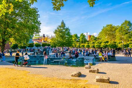 COLOGNE, GERMANY, AUGUST 11, 2018: Riverside promenade in Cologne, Germany Redactioneel