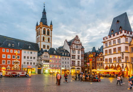 TRIER, GERMANY, AUGUST 14, 2018: Sunset view of Hauptmarkt square in trier, Germany Redakční