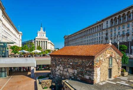Sveta Petka-Kirche und Largo-Platz in Sofia, Bulgarien Standard-Bild